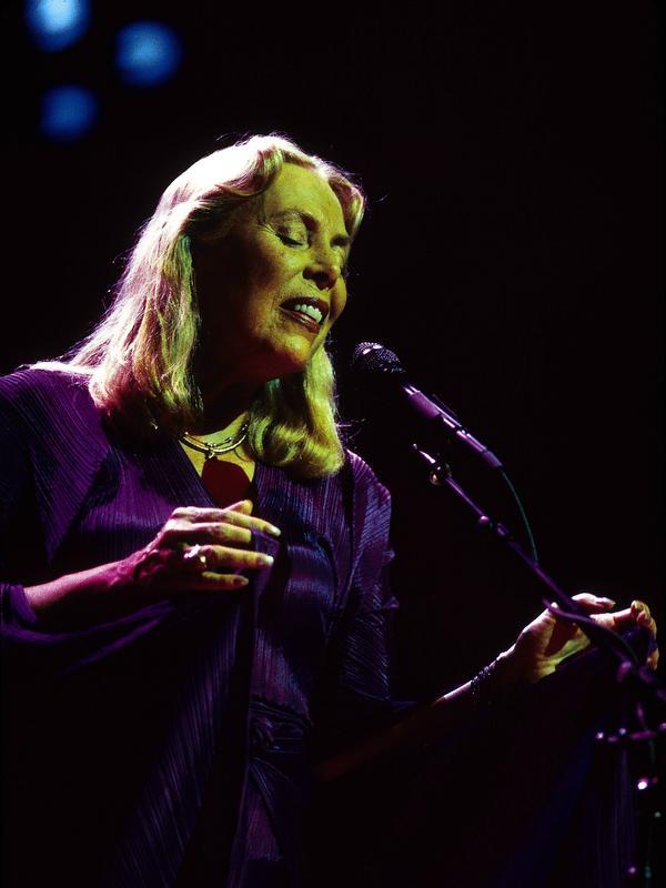 Joni Mitchell in 2000.