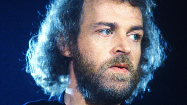 Singer Joe Cocker, famous for his powerful and raspy voice, has died at age 70.