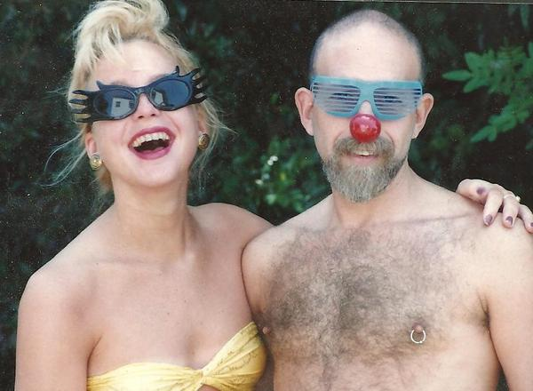 Gillian Bannon with her father, Larry Mahon, in his San Diego backyard in 1989. (Courtesy)
