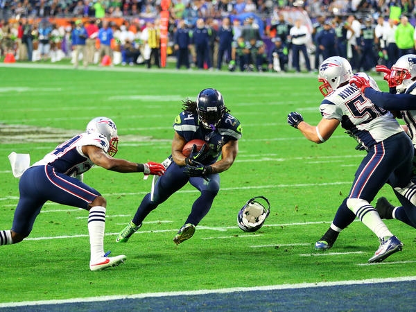 Seattle's Marshawn Lynch runs for a touchdown in the second quarter to tie up the score.