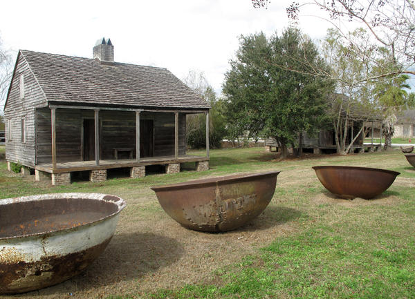 The grounds include slave quarters, a mule barn, an African-American church founded by freed slaves and sugar kettles, where they used to boil the cane to make sugar. Some buildings have been brought in from other historic sites.