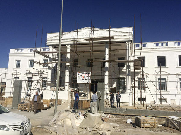 A business tycoon in Iraq modeled his home after the White House.