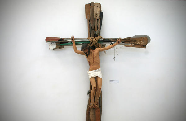 <em>Miracle,</em> a work by Kcho that hangs in his studio, shows Jesus crucified on a cross made of oars.