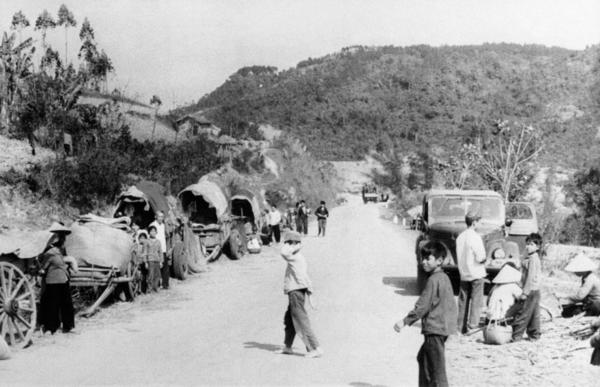 Vietnamese in the northern province of Lang Son seek refuge after Chinese forces crossed the border and entered Vietnam in February 1979.