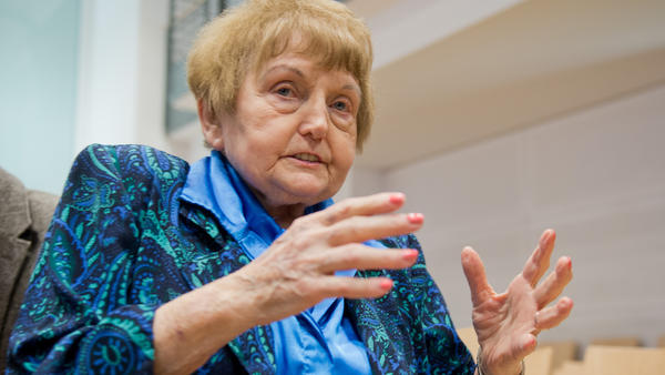 Auschwitz survivor Eva Kor sits in a courtroom in Lueneburg, northern Germany, on April 21, 2015. She testified at the trial of 93-year-old former Auschwitz guard Oskar Groening.