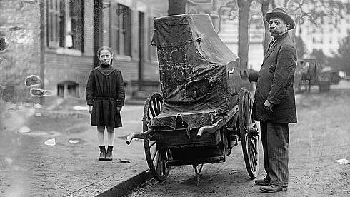 A child and organ grinder, date unknown.