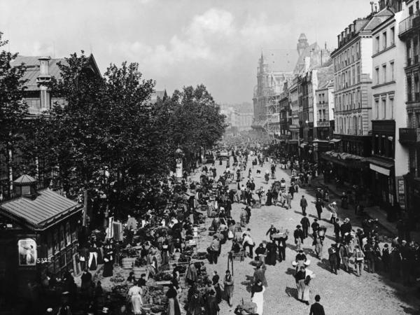 """Les Halles in Paris, circa 1860. """"It's the soul of gastronomy for the French,"""" says a Paris tour operator."""