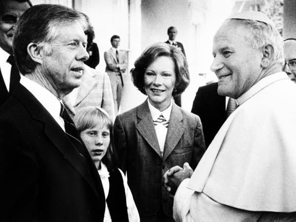 President Jimmy Carter; his wife, Rosalynn; and daughter, Amy, greet Pope John Paul II at the White House in 1979.