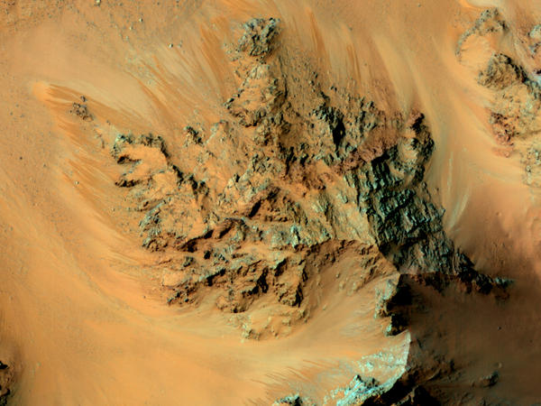 For several years, a satellite orbiting Mars has seen streaks flowing from Martian mountains during warm periods on the surface. Scientists have now confirmed that water is involved.