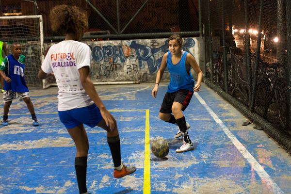 Lala (right) gets ready to pass the ball during a practice in Rocinha.