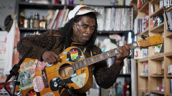 Tiny Desk Concert with Brushy One String.