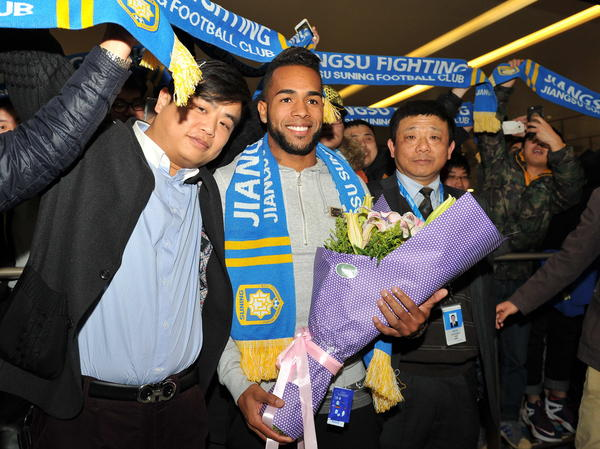 Brazilian midfielder Alex Teixeira is welcomed to China on Feb. 13 after signing a four-year contract with Chinese Super League club Jiangsu Suning.