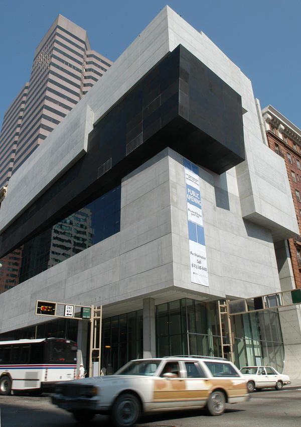 Cars drive past the Lois and Richard Rosenthal Center for Contemporary Art in Cincinnati in 2003. The Contemporary Arts Center, founded in 1939, was one of the first institutions dedicated to exhibiting contemporary art.