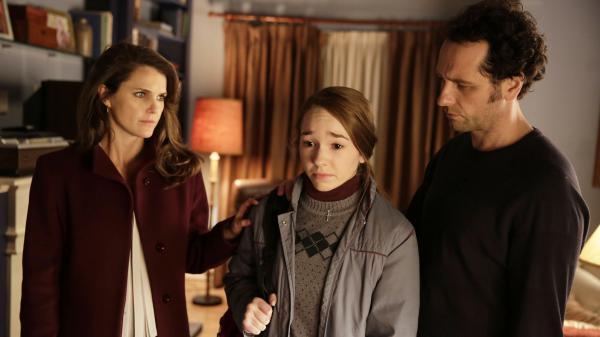 Elizabeth Jennings (Keri Russell), Paige Jennings (Holly Taylor), and Philip Jennings (Matthew Rhys) in <em>the Americans.</em>