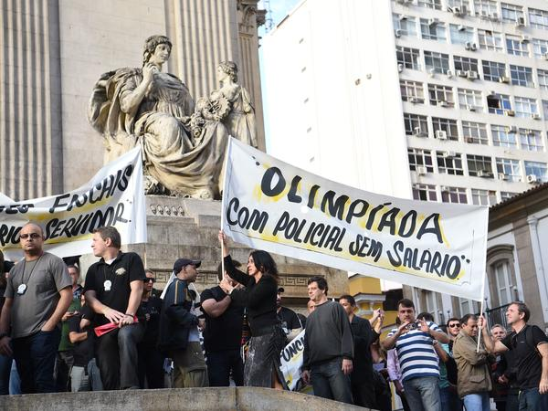 Civil police officers in Rio de Janeiro threaten to go on strike during a June 27 demonstration against the government for arrears in their salary payments.