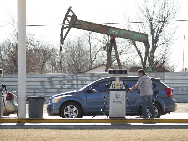Average U.S. gasoline prices have fallen more than 10 cents a gallon in the past month.