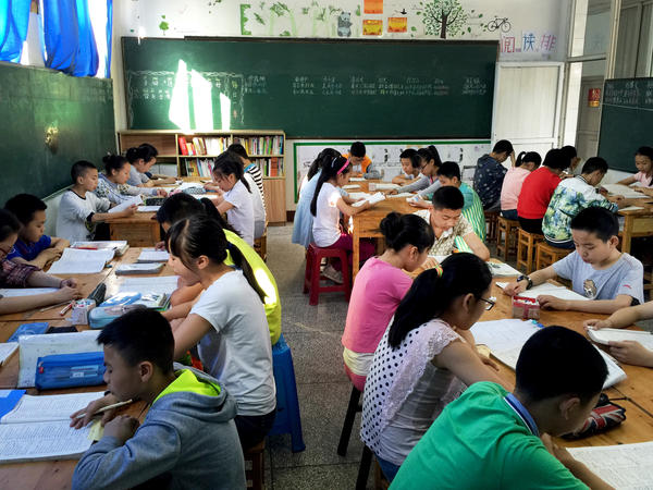 Students study the Chinese language at Cold Water Well Middle School in Yibin City, in southwest China's Sichuan province. The school has adopted an experimental curricula designed by educational reformer Zhang Liang.
