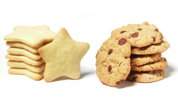 Melania Trump's star cookies (left) and the Clinton family recipe for oatmeal chocolate chip cookies (right) face off in this election cycle's cookie poll.