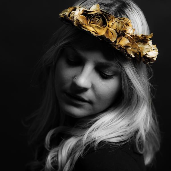 """""""Roses"""" vocalist ROZES, a.k.a. Elizabeth Mencel."""