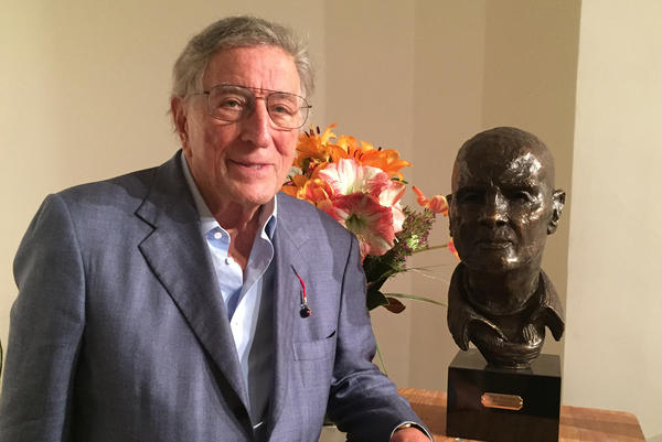 Tony Bennett with bust he sculpted of his friend Harry Belafonte. (Robin Young/Here & Now)