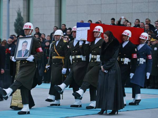 Members of a Turkish honor guard carry the coffin of Russian Ambassador Andrei Karlov at the airport in Ankara.