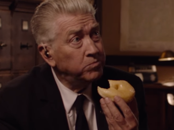 David Lynch eats a donut in Showtime's bare-bones teaser for the <em>Twin Peaks</em> revival.
