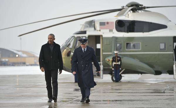 President Obama, seen on his way to board Air Force One, will deliver his farewell address on Tuesday night in Chicago.