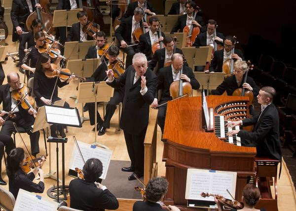 Organist Cameron Carpenter (far right) performs with the Boston Symphony Orchestra and conductor Bramwell Tovey on Jan. 12, 2017. (Courtesy Winslow Townson)