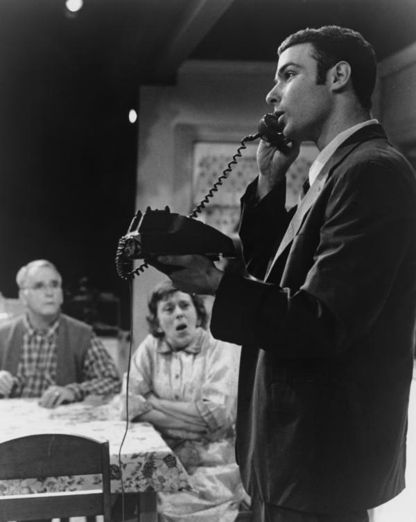 Liev Schreiber appears in a 1991 Yale Repertory Theatre production of Charles Evered's <em>The Size of the World</em>.