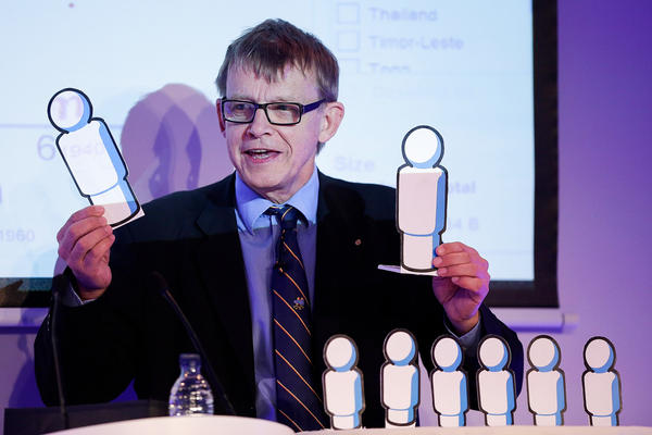 Hans Rosling gives a presentation on global population at a conference in Oxford, England, in 2012.