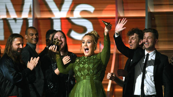 Adele broke her Album Of The Year Grammy in an effort to share it with Beyoncé.