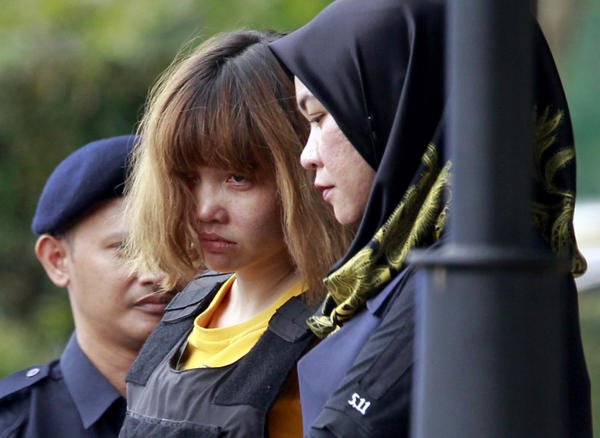 Vietnamese suspect Doan Thi Huong (center) is escorted by police officers at the court in Sepang, Malaysia, on Wednesday.