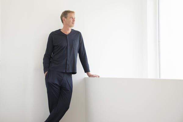 INGA Wellbeing men's jersey top and trousers.