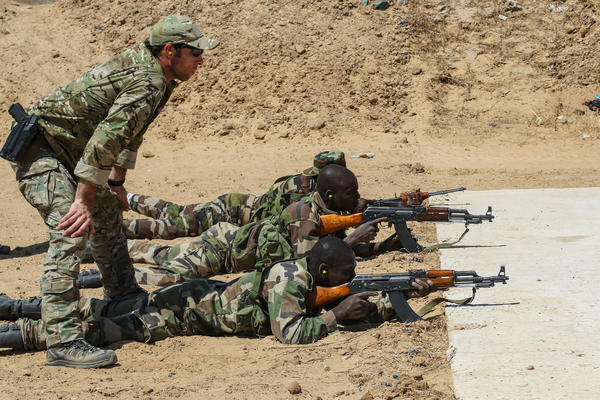 A U.S. Army Special Forces weapons sergeant observes a Niger Army soldier during marksmanship training as part of Exercise Flintlock 2017 in Diffa, Niger.