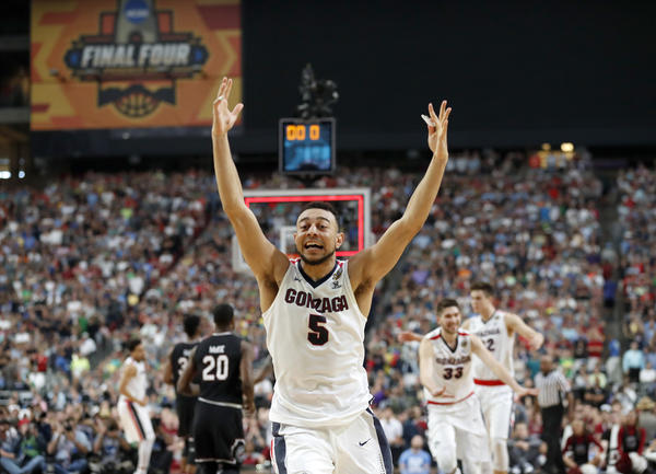 Gonzaga's Nigel Williams-Goss celebrates his team's win at Saturday night's buzzer for the NCAA semifinals game against South Carolina.