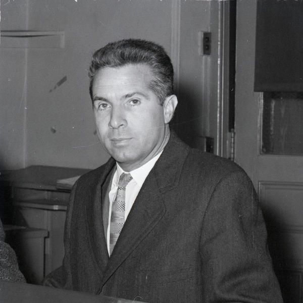 Freedman in 1958 in New York, as he is booked on two charges of perjury for denying that he gave questions and answers to quiz show contestants.