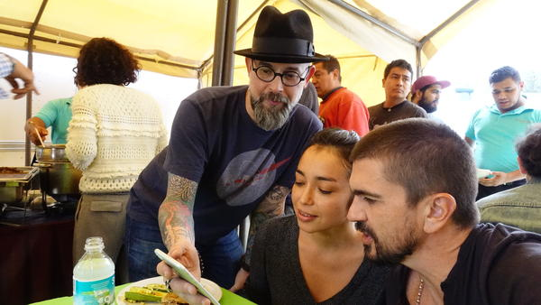 Director Kacho Lopez, actress Iazúa Larios and Juanes on the set of the visual album <em>Mis Planes Son Amarte.</em>