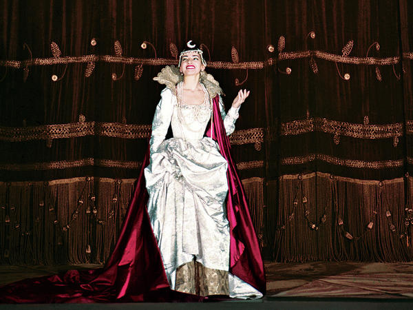 Maria Callas takes a curtain call in Gluck's <em>Iphigénie en Tauride</em>, at La Scala in Milan, Italy, in 1958.