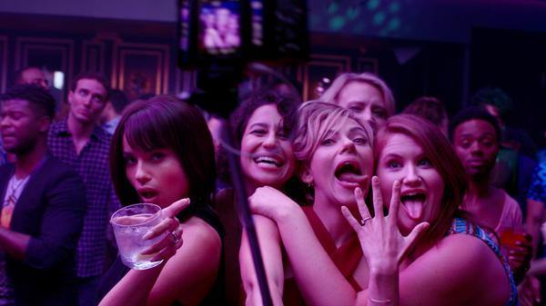 (L to R) Blair (Zoe Kravitz), Frankie (Illana Grazer), Jess (Scarlett Johansson), Pippa (Kate McKinnon) and Alice (Jillian Bell) in <em>Rough Night.</em>
