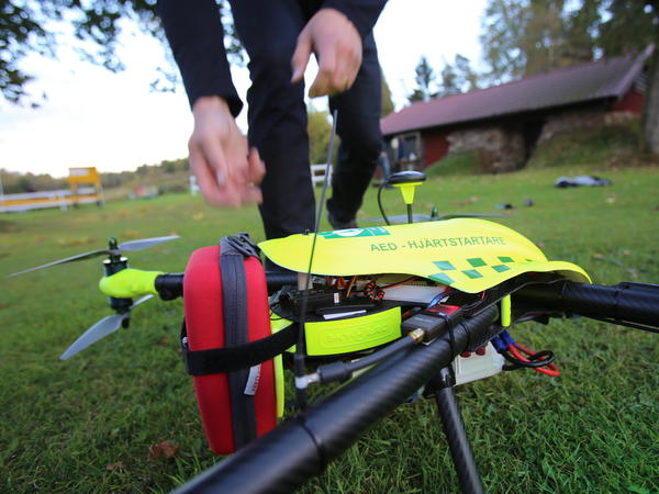 Even though there wouldn't necessarily be a medical professional on-site when a drone bearing an AED arrives, dispatchers could coach people through the process of using it.