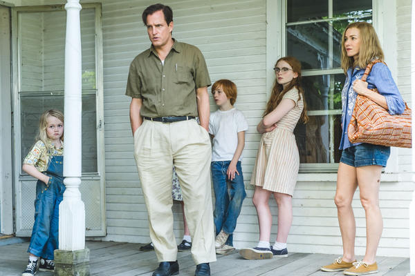 <em>The Glass Castle</em> shows the different stages of Jeannette Walls' life, from early childhood to adulthood. (Pictured: Eden Grace Redfield, Woody Harrelson, Charlie Shotwell, Sadie Sink and Naomi Watts)