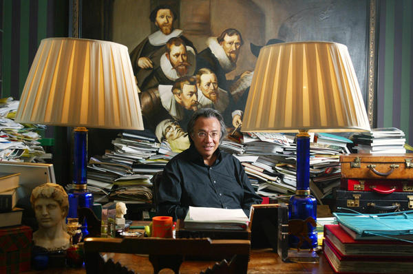 David Tang, the creator of the Shanghai Tang clothing and accessories chain, sits in his Hong Kong office in 2004. Tang has died at the age of 63.