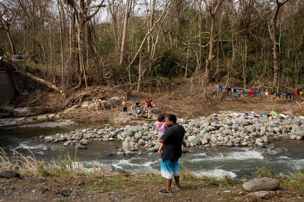 In the Calabaza River, local residents are bringing laundry in buckets to wash on the banks, drying their clothes on rocks or makeshift lines. Other people hop in to bathe.