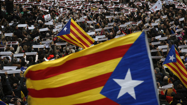 """Thousands of people rally outside the regional presidential palace in Barcelona, protesting the arrest of Catalan politicians and pushing for Catalonia's independence, which was formally annulled in court Wednesday. The crowd is awash in Catalan independence flags and signs reading """"free political prisoners."""""""