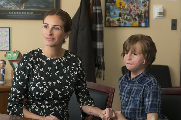 Julia Roberts plays Isabel, the mother of Auggie Pullman (Jacob Tremblay), in the new movie <em>Wonder.</em>