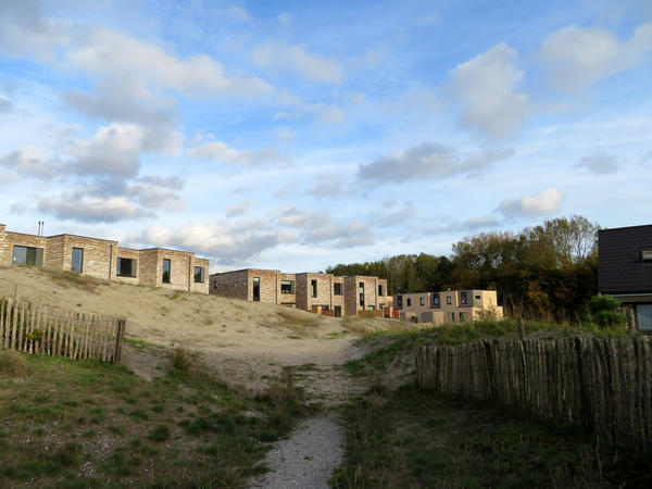 "The Duin (""Dune"") development near Amsterdam is testing whether homes can be elevated by sand dunes.<strong> </strong>"