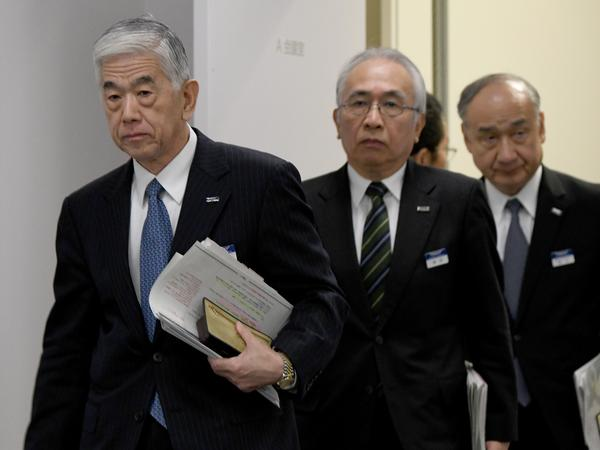 Akihiro Nikkaku (left), president of Japan's Toray Industries, appears at a news conference Tuesday in Tokyo. He said instances of falsified quality-assurance data did not compromise product safety.