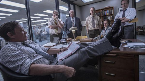 Steven Spielberg's <em>The Post</em> stars Tom Hanks as <em>Washington Post</em> editor-in-chief Ben Bradlee. (Also pictured: David Cross, John Rue, Bob Odenkirk, Jessie Mueller and Philip Casnoff.)