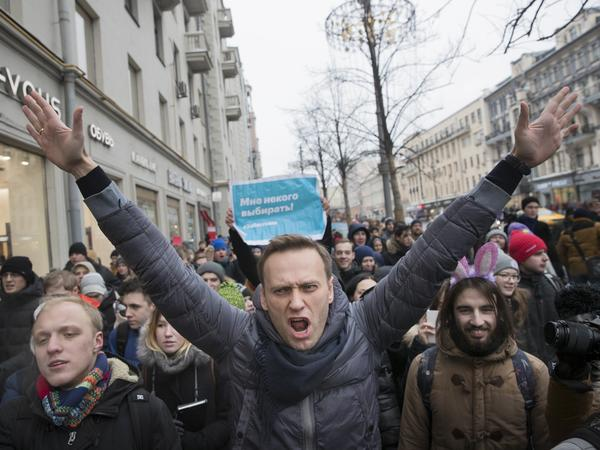 Russian opposition leader Alexei Navalny (center) attends a rally in Moscow on Sunday. Navalny was arrested while walking with protesters.
