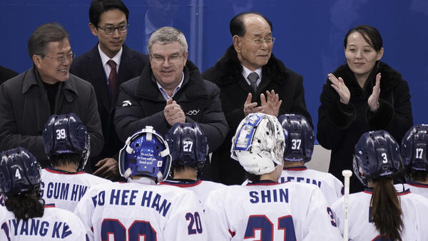 South Korean President Moon Jae-in, IOC president Thomas Bach, North Korea's nominal head of state Kim Yong Nam and Kim Yo Jong greet players from the combined Koreas team on Saturday in Gangneung.